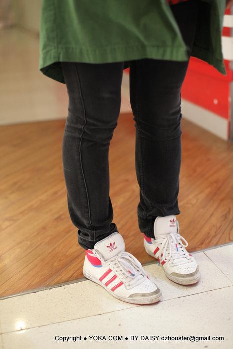 运动鞋短裤美女