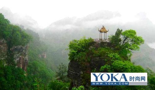 群山如海,丹崖耸翠的齐云山风景名胜区,位于安徽省休宁县城西