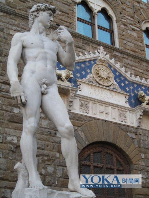 米开朗基罗的经典之作《大卫像》位于市政厅大门口,虽说只是复制品