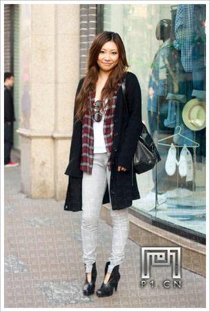 上海街拍印花衫服装搭配技巧图片