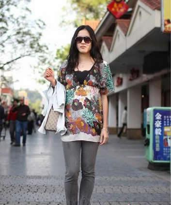 夏装搭配技巧图片-桂林街头美女的夏季服装搭配技巧