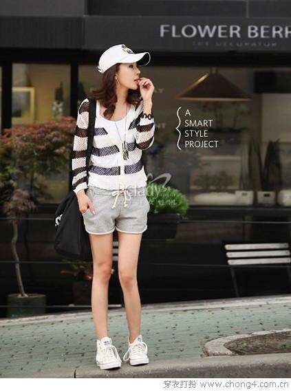 防晒衫在今年夏天很流行,材质轻薄,面料空隙很大,不用担心因为多图片