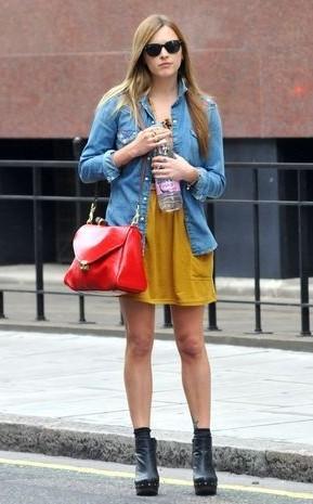 暖又   外套   2010 秋装新款女装   亮点:   红色   的包